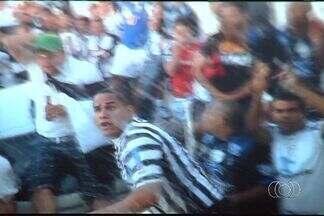 Presidente do Vila mostra vídeo de agressão da torcida do Treze - Joás Abrantes filma recepção ao time goiano no estádio Presidente Vargas, no último domingo.