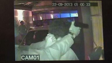 Imagens mostram assaltos a motéis e suspeitos são presos em Vila Velha - Suspeito foi flagrado assaltando mais de um motel no mesmo município.Segundo a polícia, comparsas agiam com ele em troca de drogas.