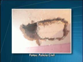 Policiais de Palotina descobrem tentativa de fuga em delegacia - Presos faziam um buraco no teto e estavam com vários objetos proibidos dentro das celas.