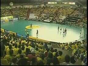 Começou o Grand Prix de Futsal em Maringá - Nesse primeiro dia o Brasil enfrentou o Japão na quadra do ginásio Chico Neto
