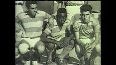 Pele comemora 73 anos e Globo Esporte mostra a vida do rei do futebol em Bauru - Foi na cidade do interior paulista que o maior jogador de todos os tempos comecou a encantar