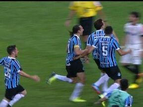 Alexandre Pato perde pênalti decisivo e ainda leva encarada de Bressan - Zagueiro partiu para cima do atacante com o dedo em riste.