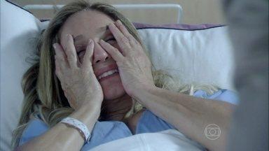 Pilar fica lisonjeada com os elogios de Jacques - Bernarda percebe que o médico se insinuou para sua filha
