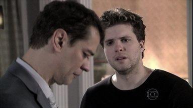 Niko dá um ultimato a Eron - Amarilys implora para que o advogado fique com ela. Niko não consegue perdoar Eron e promete lutar pela guarda de Fabrício