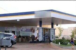Donos e funcionários de postos de combustíveis reclamam do número de assaltos em Rio Verde - Segundo os proprietários dos estabelecimentos, nem câmeras de segurança impedem a ação dos criminosos, que agem a qualquer hora do dia.