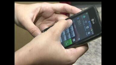 Capixabas falam sobre gastos com celular - Pesquisa do IBGE analisou o orçamento das família e descobriu que quase metade é para a conta do celular.