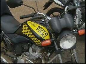 Sest/Senast oferece curso gratuito para mototaxistas em Botucatu - Mototaxistas de Botucatu (SP) que ainda não têm o certificado exigido por lei para trabalhar nas ruas agora podem regularizar a situação. A prefeitura e o Sest/Senat estão oferecendo o curso de graça.