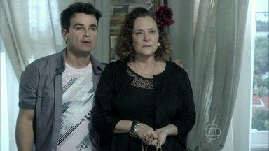 Carlito leva Márcia para casa - Valdirene tenta reverter a situação, mas não consegue. A piradinha fica arrasada