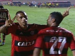 Gol do Flamengo! Paulinho recebe na área, dribla e abre o placar aos 25 do 1º tempo - Gol do Flamengo! Paulinho recebe na área, dribla e abre o placar aos 25 do 1º tempo.