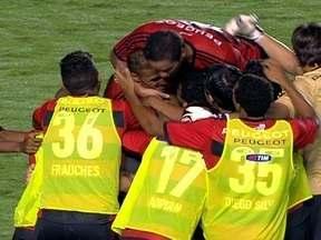 Os gols de Goiás 1 x 2 Flamengo pela semifinal da Copa do Brasil - No Serra Dourada, time carioca abre o placar com Paulinho, sofre o empate e consegue a vitória com Chicão ainda no primeiro tempo.