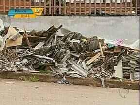Moradores de Corbélia ainda consertam os estragos provocados pelo granizo - Ainda não foi resolvido o que fazer com as telhas quebradas