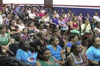 Em Codó, uma palestra sobre o câncer de mama terminou atividades da campanha Outubro Rosa - Em Codó, uma palestra sobre o câncer de mama terminou as atividades da campanha Outubro Rosa. Um especialista chamou a atenção das mulheres para a realização do autoexame.