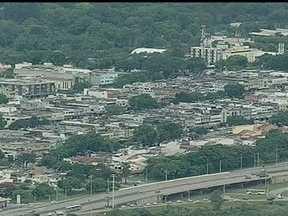 Chuva deixa moradores sem energia em várias regiões do DF - A chuva forte de quarta-feira (30) assustou moradores de Águas Claras. Em alguns pontos da cidade, muito gelo ficou acumulado.