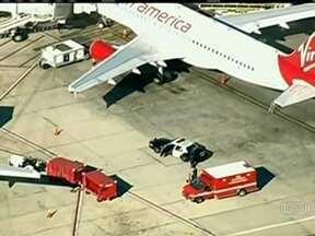 Homem abre fogo e leva pânico ao Aeroporto Internacional de Los Angeles - Uma pessoa morreu e sete ficaram feridas. Segundo a polícia, ele tirou um fuzil de dentro de uma sacola. O homem foi preso.
