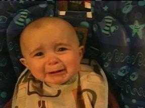 Fantástico tenta desvendar imagem de bebê que fica emocionado quando a mãe canta - Neste domingo (03), o Fantástico vai tentar entender como um bebê consegue ficar emocionado quando a mãe canta. Será que existe uma explicação?