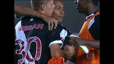 Vasco vence na estreia de Adilson Batista e permanece na luta contra o rebaixamento - Cruzmaltino bate Coritiba por 2 a 1 e respira na tabela.