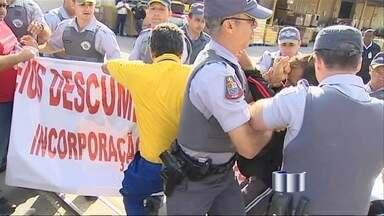 Funcionários dos Correios voltam ao trabalho em São José dos Campos (SP) - Depois de uma confusão entre sindicalistas dos Correios e a PM na sexta-feira (1), os funcionários voltaram ao trabalho nesta segunda-feira (4).