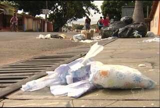 Bairros estão sem coleta de lixo há semanas - Problema é antigo em Santarém. Lixo está espalhado pelas ruas.