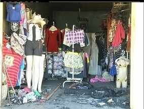 Incêndio destrói loja no distrito de Aquarius, em Cabo Frio, no RJ - Segundo proprietário, prejuízo é de aproximadamente R$ 10 mil.