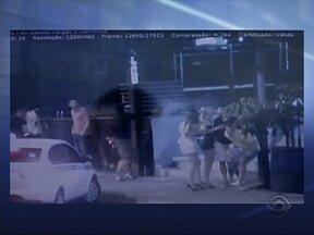 Câmeras de monitoramento da PM flagram tentativa de homicídio em Chapecó - Câmeras de monitoramento da PM flagram tentativa de homicídio em Chapecó ; jovem foi baleado com cinco tiros