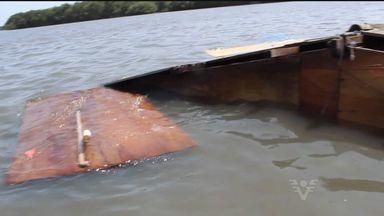 Barraco aparece boiando em rio próximo a Cubatão, SP - Um barraco apareceu boiando em um rio próximo a Cubatão (SP), no último sábado (6). Ele acabou desmoronando de uma encosta e foi parar no mar. Duas famílias moravam no local.