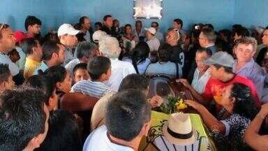 Empresário fundador da banda Forró Real é sepultado nesta segunda-feira - Ele morreu em acidente no domingo (3).