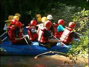 Expedição leva alunos a praticar rafting no rio São Francisco - Projeto é estímulo ao estudo do meio ambiente.