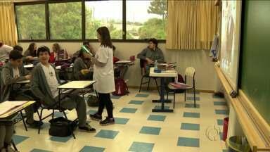 Escolas tentam nova adequação a feriado cancelado - Suspensão do feriado do Dia da Consciência Negra, 20 de novembro, além de discussões causou transtornos ao calendário escolar.