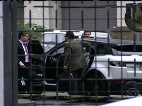 MP faz busca na casa de mais um auditor fiscal de São Paulo - O nome do auditor Amilcar Cançado apareceu no depoimento de Luís Alexandre. Os promotores conseguiram autorização para procurar documentos na casa do auditor. Eles também levaram computadores.