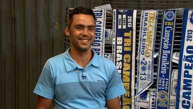 Comerciantes faturam com o bom momento do Cruzeiro - Empresários de Belo Horizonte e região metropolitana aproveitam o grande momento do time celeste no Brasileirão para aumentar o faturamento.