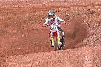 Senador Canedo recebe última etapa do Brasileiro de Motocross - Estrangeiros estão levando a melhor na competição.
