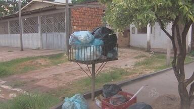 As reclamações da deficiência na coleta de lixo em Macapá não param - AS RECLAMAÇÕES DA DEFICIÊNCIA NA COLETA DE LIXO NÃO PARAM. NO JESUS DE NAZARÉ OS MORADORES NÃO SABEM MAIS O QUE FAZER COM AS SACOLAS QUE SE ACUMULAM NAS CALÇADAS, ATRAINDO RATOS E URUBUS.