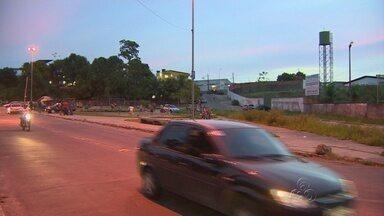 Moradores do bairro São Lázaro criticam a falta de sinalização em Manaus - Manaustrans informou que vai intensificar a fiscalização no bairro
