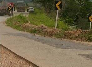 Erosão na PE-126 causa insegurança em quem passa pelo local - Devido ao desgaste, uma faixa da pista está interditada e, o fluxo de veículos é grande, tendo demanda de motoristas da região Agreste de Pernambuco e até de Alagoas.