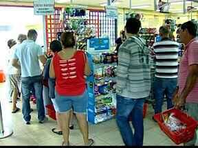 Cursos em Uberaba para trabalhar em supermercados não atraem - Associação de Supermercadistas diz que remuneração não é problema. Ninguém se inscreveu para cursos de padeiro e açougueiro da entidade.