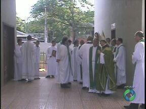Flávio Bittencourt Aguiar substitui o padre Sérgio Bertoti na Paróquia São Paulo Apóstolo - A posse foi hoje durante uma missa. O padre Flávio foi afastado do cargo pelo bispo Dom Dirceu Vegini.