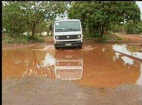 Quadras da região sudoeste de Palmas começam a ser asfaltadas em período chuvoso - Quadras da região sudoeste de Palmas começam a ser asfaltadas em período chuvoso