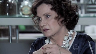 Tamara confirma a César que Félix jogou a filha de Paloma em uma caçamba - A mãe de Edith pede para Wagner espionar os Khoury para ela. O médico vai atrás de Bruno