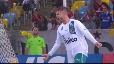 Gol do Goiás! Davi cobra falta e Eduardo Sasha e marca aos 4 do 1º tempo - Gol do Goiás! Davi cobra falta e Eduardo Sasha e marca aos 4 do 1º tempo