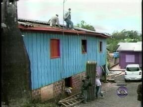 Moradores que tiveram casas atingidas por granizo em Nonoai, RS, podem retirar o FGTS - Recurso auxilia nos reparos às residências.