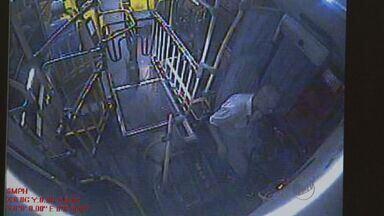 Polícia prende ladrão de ônibus que fingia ser deficiente - Homem entra e realiza assalto, que dura apenas dez segundos