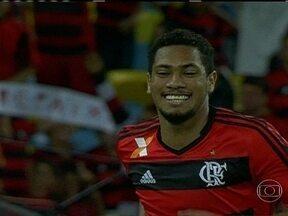 Flamengo poupa titulares e empata com o Goiás pelo Brasileirão - Mesmo com expulsão de Hugo no primeiro tempo, jogo termina no 1 a 1.