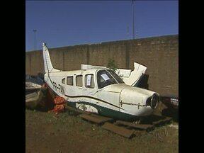 Avião monomotor vai à leilão em Foz do Iguaçu - O avião faz parte das apreensões da Receita Federal. Também vão ser leiloados carros e barcos.