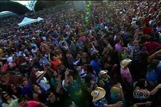 Mais de 100 mil pessoas devem participar do Caldas Country, em Caldas Novas - Festival sertanejo atrai turistas de todo o país para a cidade do interior de Goiás.