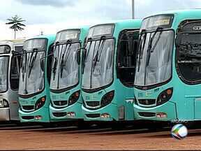 Após sete dias, ônibus do transporte coletivo voltam a circular em Araguari - Retomada foi realizada por empresa que venceu contrato emergencial. Vale-transporte antigo será aceito por uma semana.