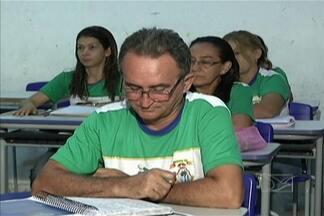 Hoje é o Dia Nacional da Alfabetização - Segundo o IBGE, em 2009 o Brasil tinha cerca de 14 milhões de analfabetos acima dos 15 anos, mais de 18% deles no Nordeste. Dois programas do governo federal estão alfabetizando adultos e jovens.