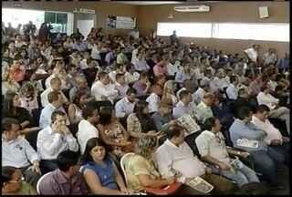 Prefeituras do Norte de Minas paralisam atividades nesta quinta-feira - Administradores fazem manifesto em prol do aumento no repasse do FPM.Eles alegam ter dificuldades para arcar com despesas das prefeituras.