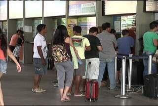 Muita gente vai aproveitar o 'feriadão' para sair da capital - Estradas e terminais de embarque de passageiros em São Luís tiveram movimento extra nesta véspera de feriado.