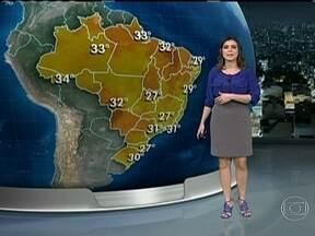 Sexta-feira (15) de feriado vai ser quente em todo o Brasil - Em Manaus, o dia começa bem abafado, com 26ºC. Em Porto Alegre, a temperatura chega aos 30ºC. Em São Paulo e no Rio, aos 31ºC. No Rio Grande do Sul, uma frente fria pode provocar muita chuva.