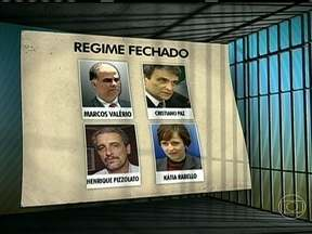 Ordem de prisão para condenados no mensalão pode sair a qualquer momento - O ministro Joaquim Barbosa ainda analisa a situação de cada réu no processo. A lista oficial ainda não existe, mas pelas decisões do tribunal, 16 dos 25 condenados poderiam começar a cumprir as penas.
